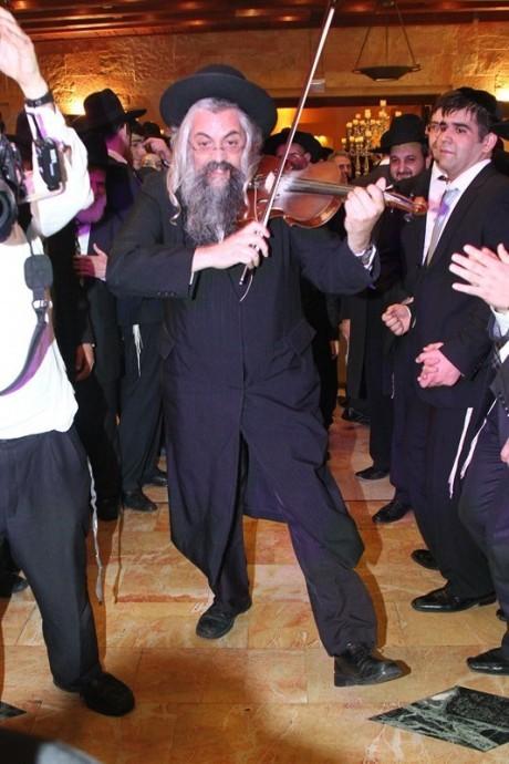 יגאל רווח חיתן, פאשקעוויל תיעד 96