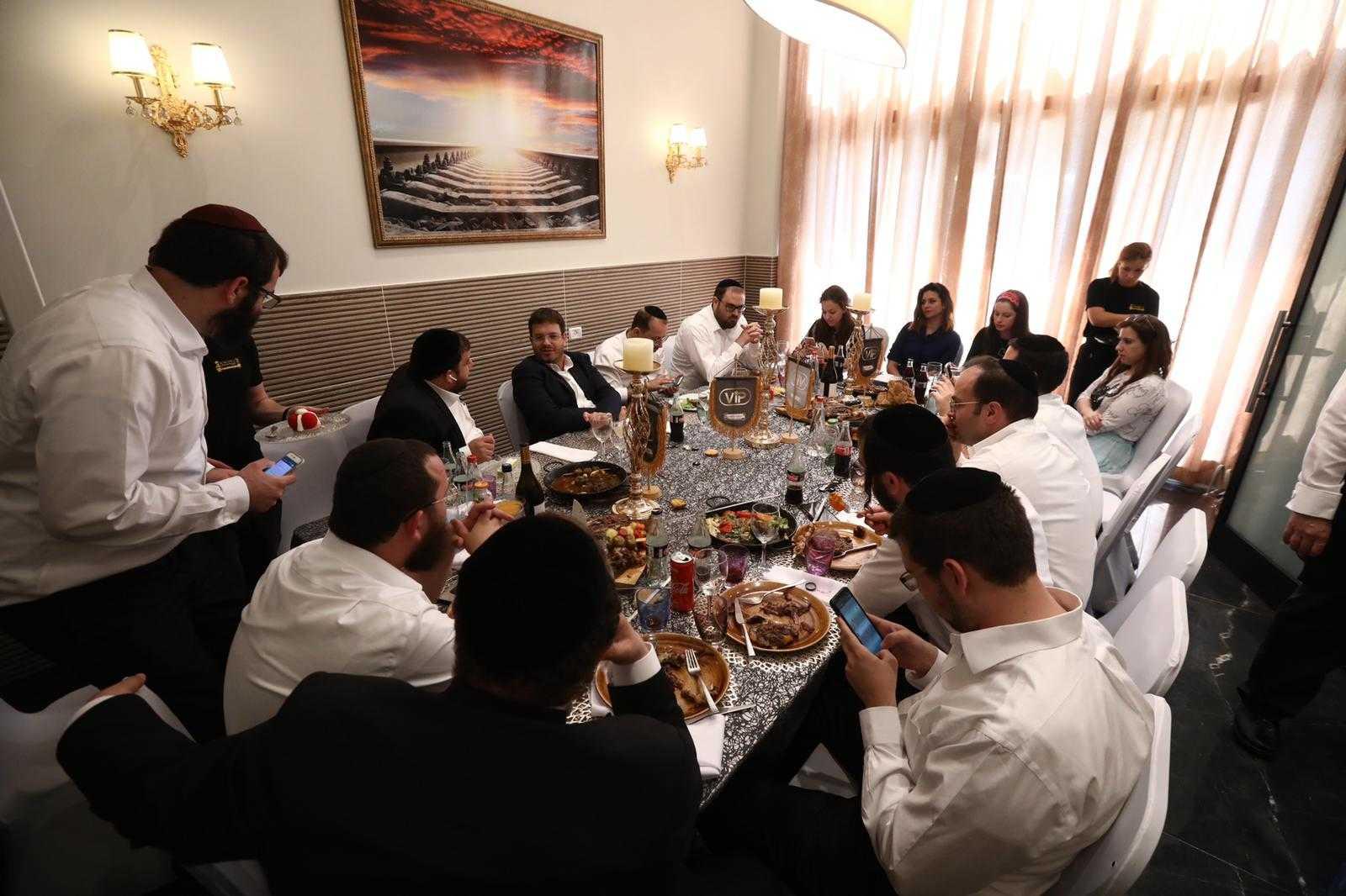 סיקור מצולם: עיתונאים חרדים באירוע השקה לחדר VIP במסעדה היהודית 11