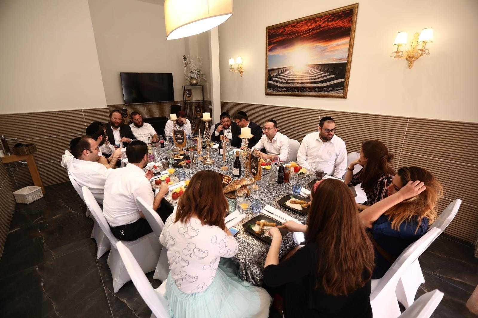 סיקור מצולם: עיתונאים חרדים באירוע השקה לחדר VIP במסעדה היהודית 13