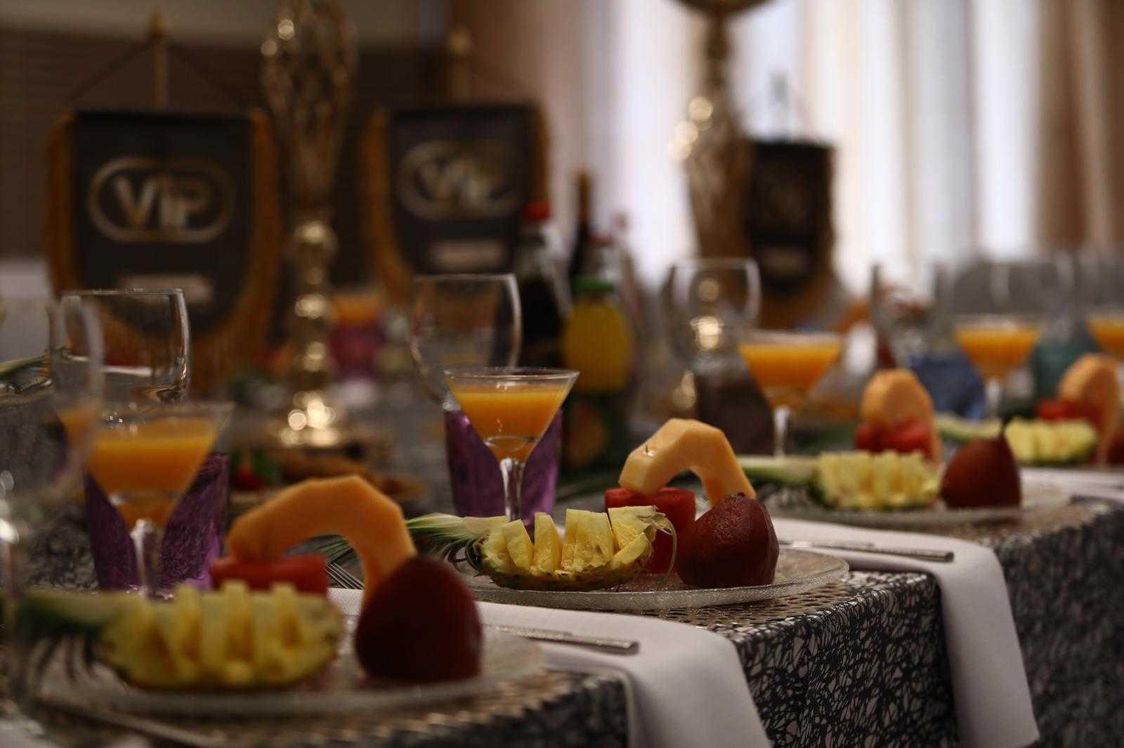 סיקור מצולם: עיתונאים חרדים באירוע השקה לחדר VIP במסעדה היהודית 1