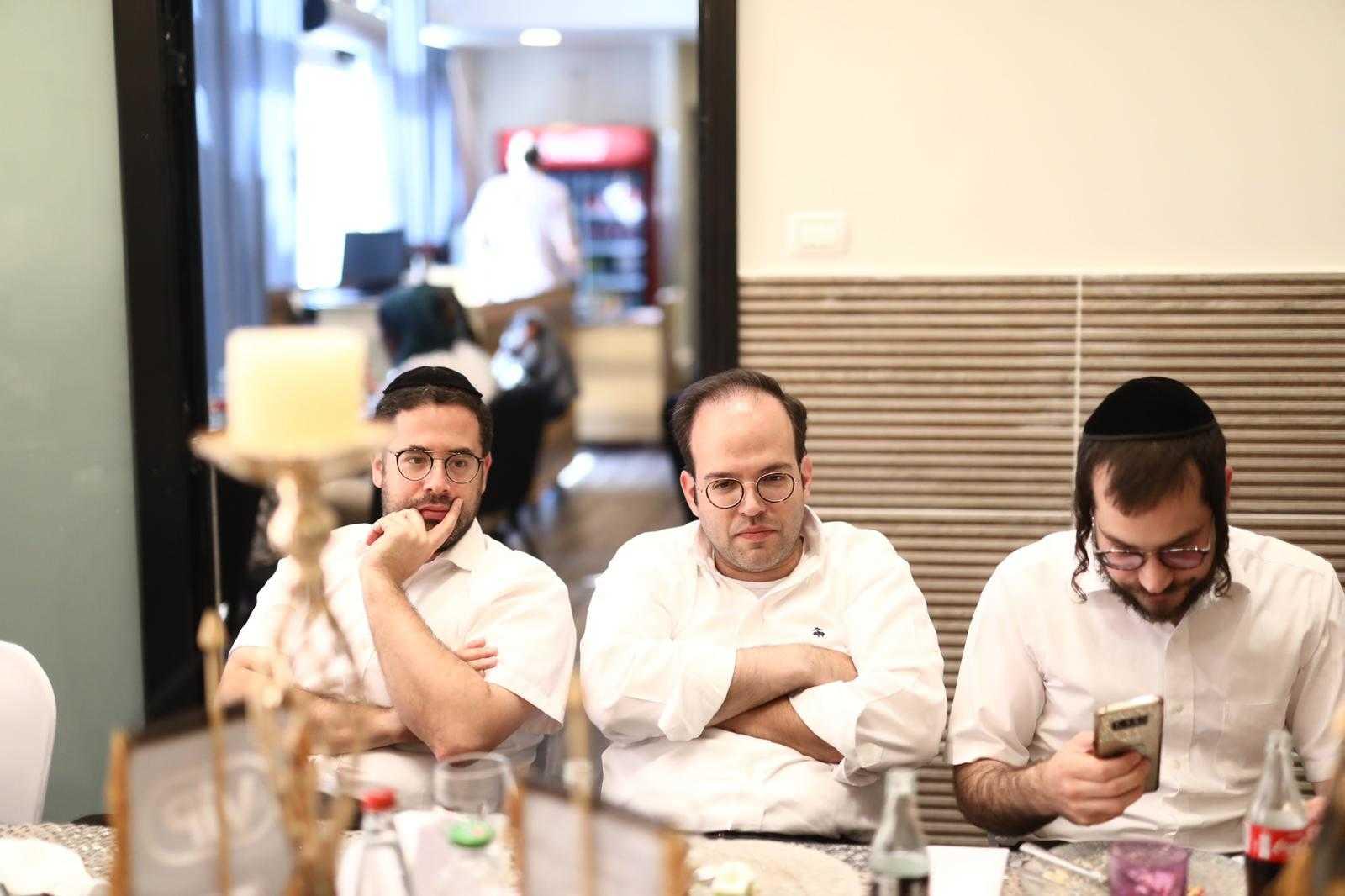 סיקור מצולם: עיתונאים חרדים באירוע השקה לחדר VIP במסעדה היהודית 4