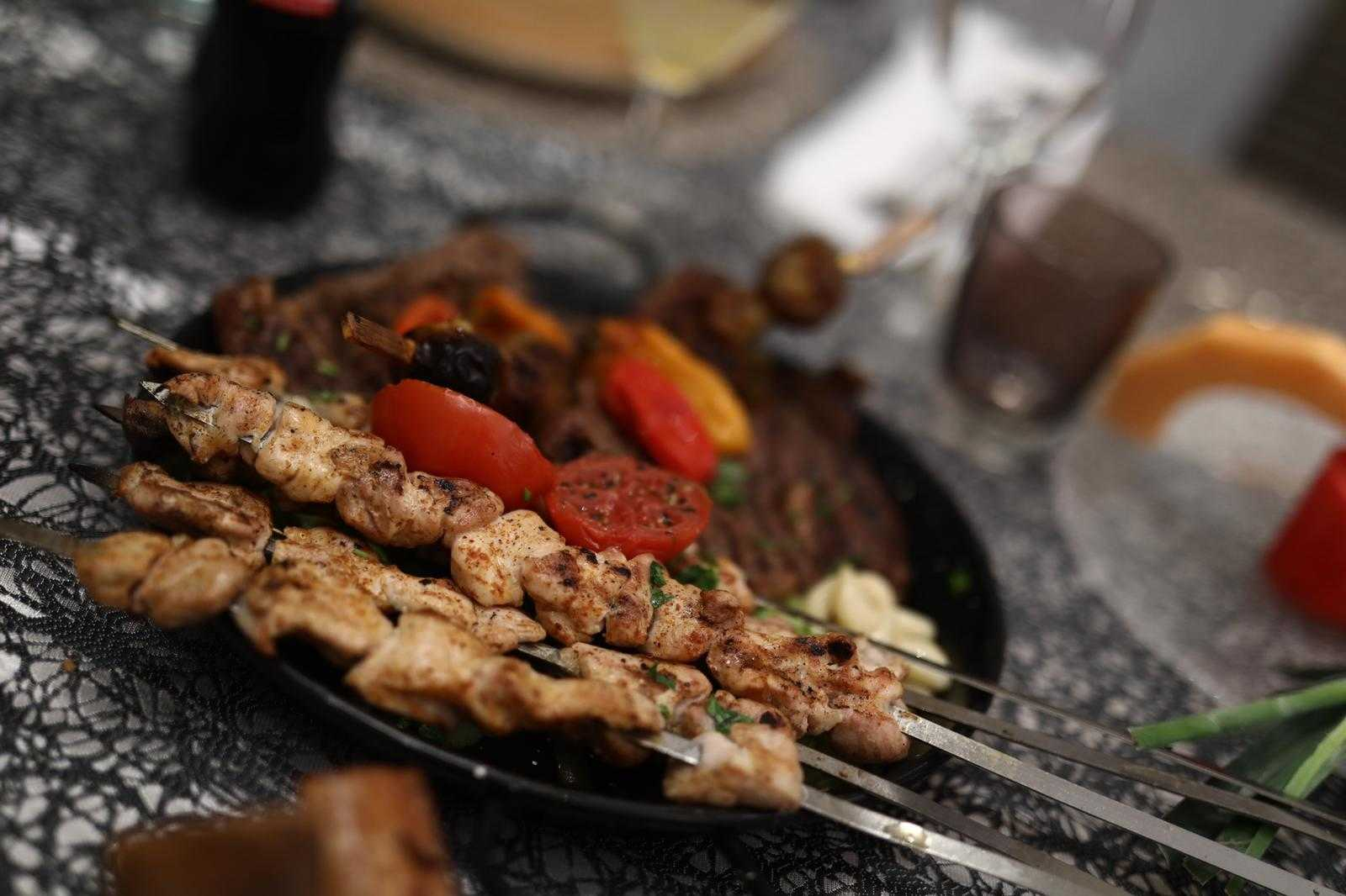סיקור מצולם: עיתונאים חרדים באירוע השקה לחדר VIP במסעדה היהודית 7