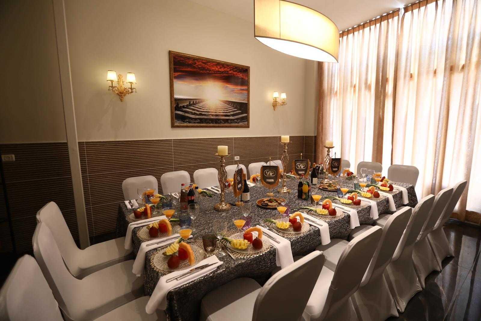 סיקור מצולם: עיתונאים חרדים באירוע השקה לחדר VIP במסעדה היהודית 8