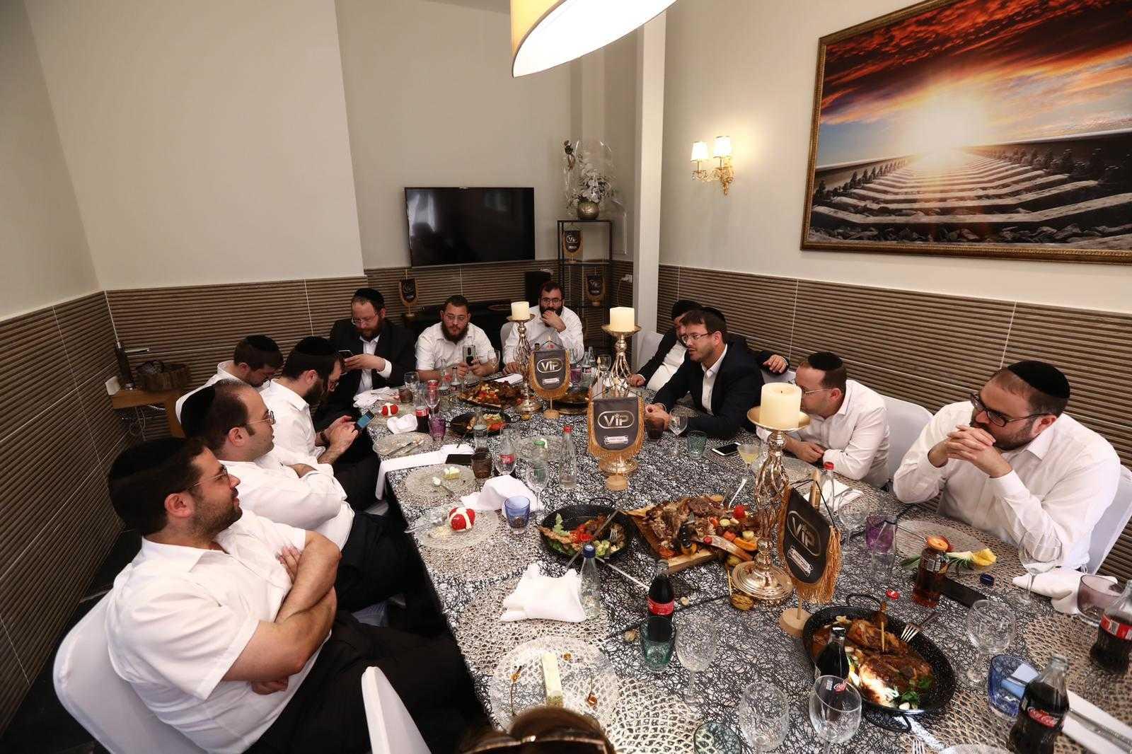 סיקור מצולם: עיתונאים חרדים באירוע השקה לחדר VIP במסעדה היהודית 9