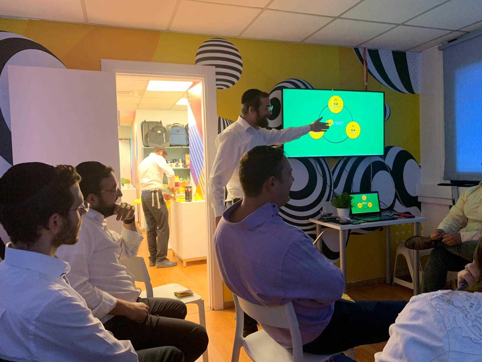 יצירתי: בקבוצת 'גיל גרופ' יזמו מפגש צוות עם תחרות בין החטיבות 3