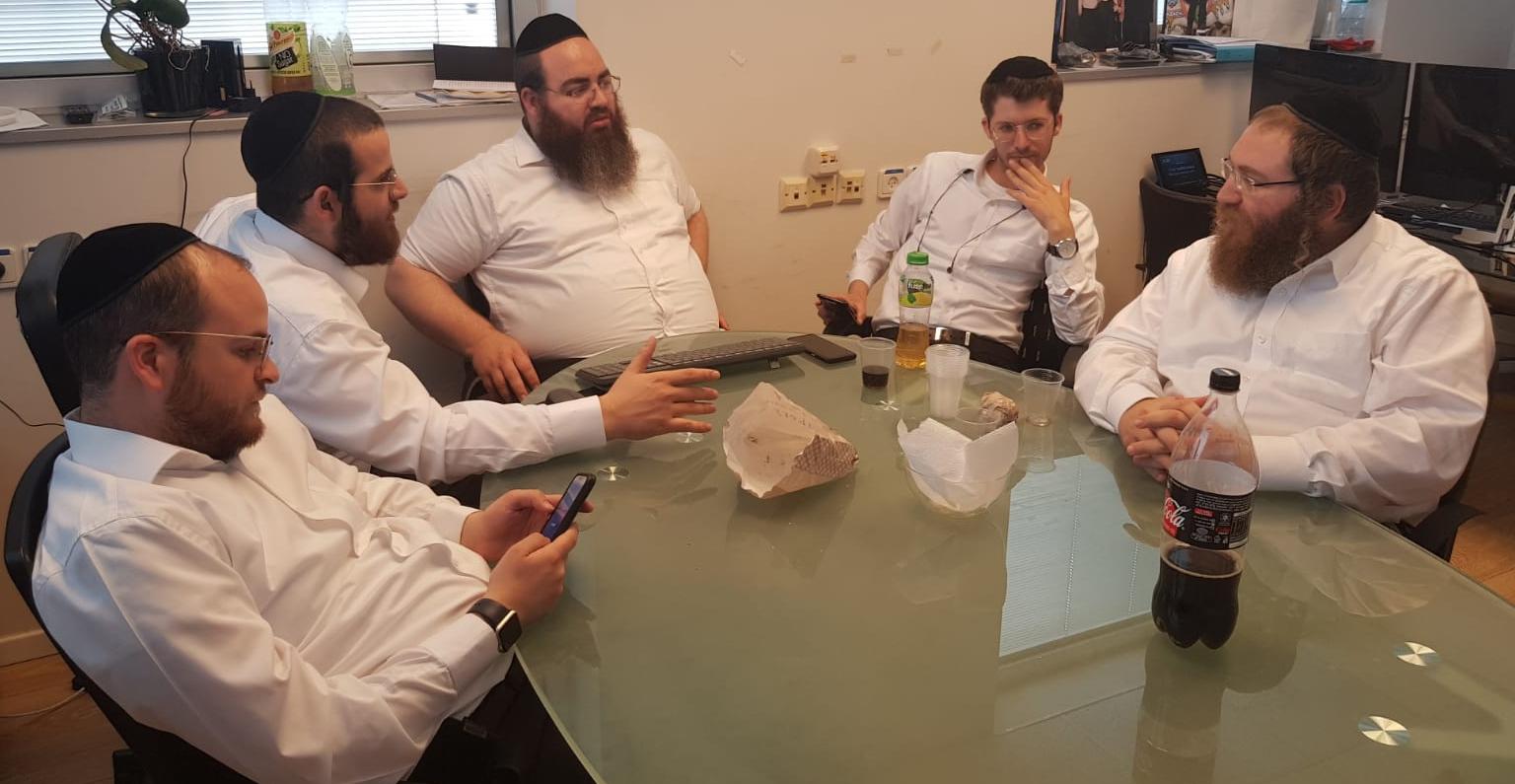 האחים שמחה ודוד מרגליות מספרים על המודל החדש לגיוס המונים 1