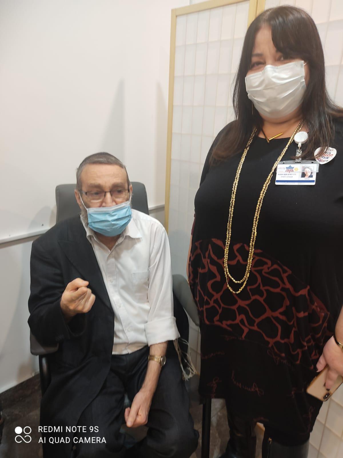 """החל מבצע החיסונים ב'מעיני הישועה': הגר""""ג אדלשטיין קיבל חיסון 4"""