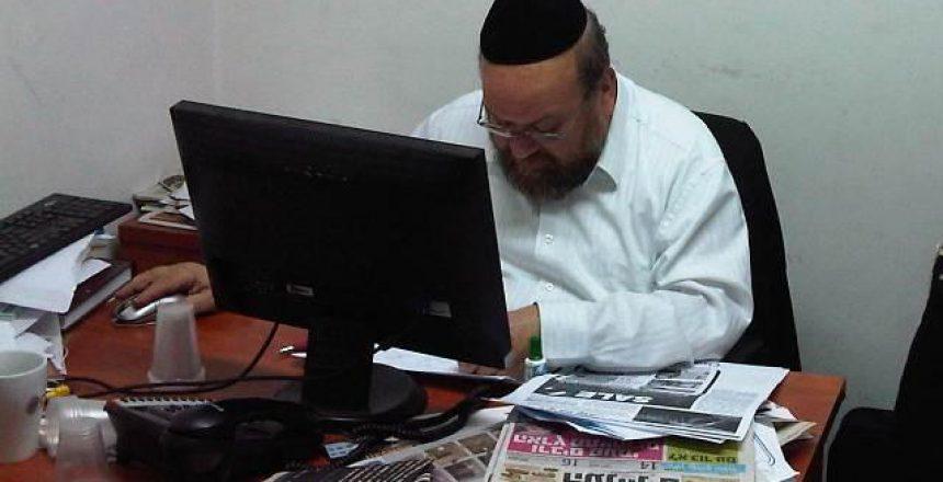 יצחק נחשוני שעות לפני סגירת העיתון