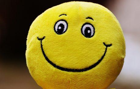 פרזנטורים, הפסיקו לחייך! הבעה מופתעת תצעיר אתכם בכמה שנים